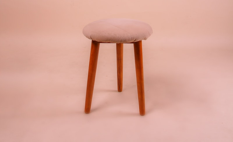 wooden-stool-3739994
